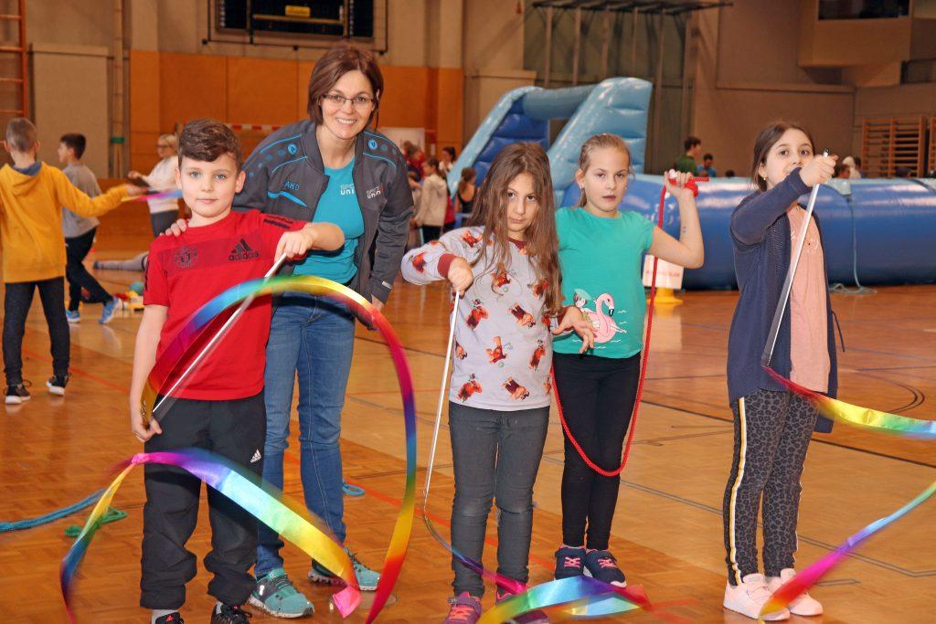 Bild, actionday, Turnhalle, Kinder, Gymnastikbänder
