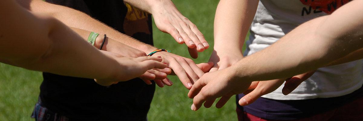 Hände zusammen halten