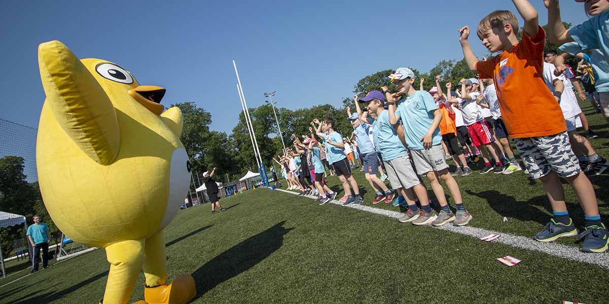 UGOTCHI-Maskottchen bei einem Sportfest