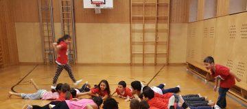 Turnsaal mit Kinder