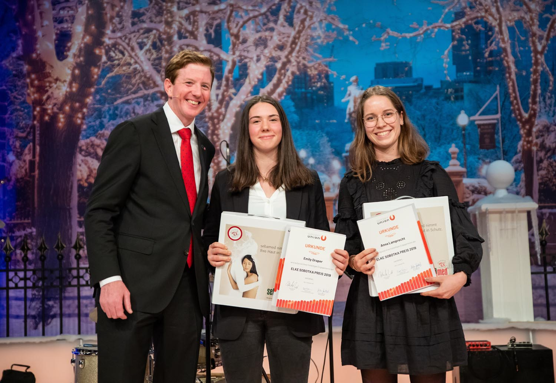Peter McDonald und Elke Sobotka Preisträgerinnen Emily Draper, Anna Lamprecht