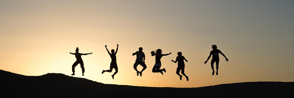 Springende Menschen
